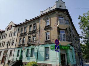 Elewacja budynku przed renowacją